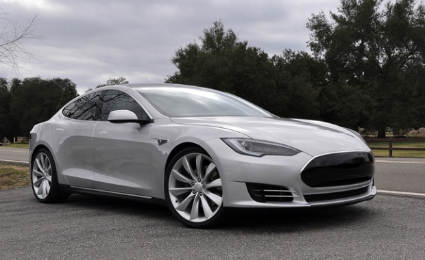 Tesla Plans Lower Price Electric Vehicle to Overcome Nissan Leaf
