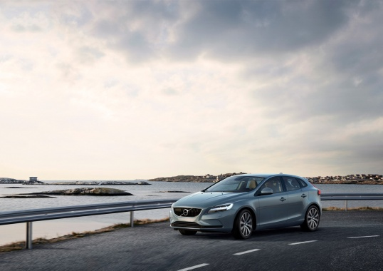 A New Face of Next Year's Volvo V40 and V40 Cross Country