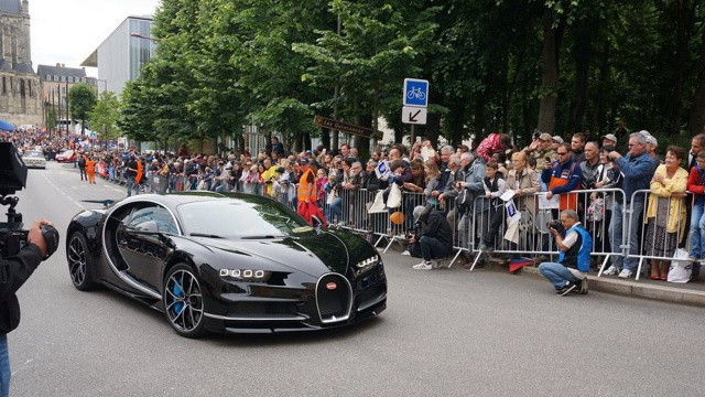 Bugatti Chiron Overcame a Race Car at Le Mans