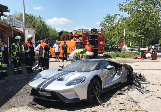 The first trip of supercar Ford GT ended with total destruction