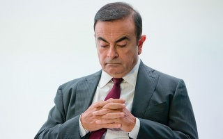 Carlos Ghosn remains director of Renault