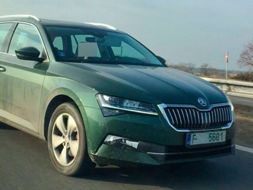 Skoda Superb 2019 tested without camouflage