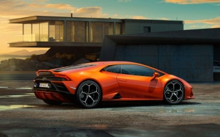 Lamborghini Huracan Evo updated and debuted