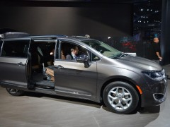 chrysler town and country pic #159786