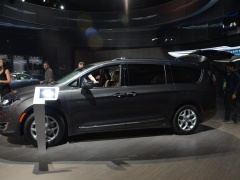chrysler town and country pic #159799