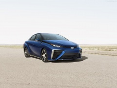 Toyota Fuel Cell Sedan pic